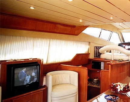 spb-yacht-nadezhda3.jpg - 430x339 - 38,003 bytes - Click to close